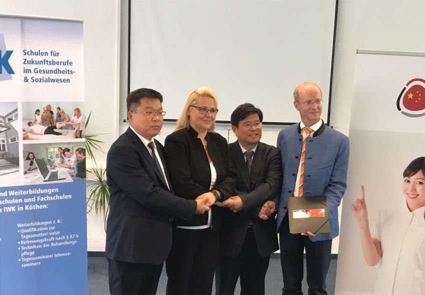 Dessau China Delegation 06 16 01